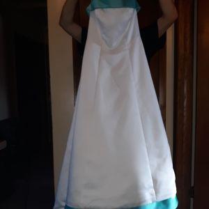 Michelangelo David Bridal POOL & White Bridal Gown
